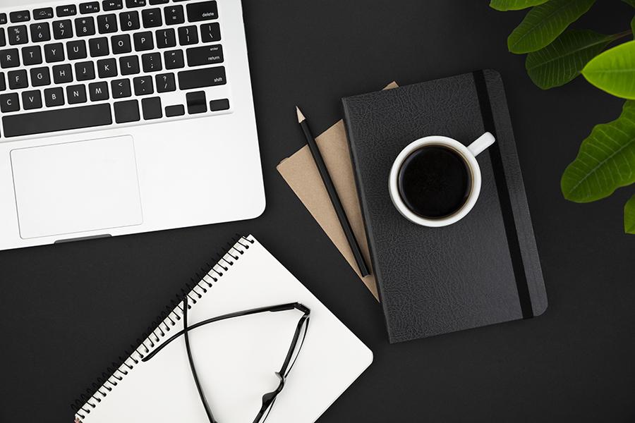 desk-dark-concept-with-copy-space
